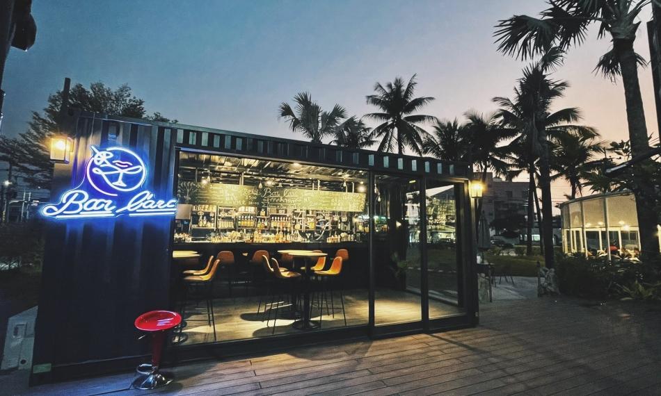 Bar L'arc 池畔酒吧